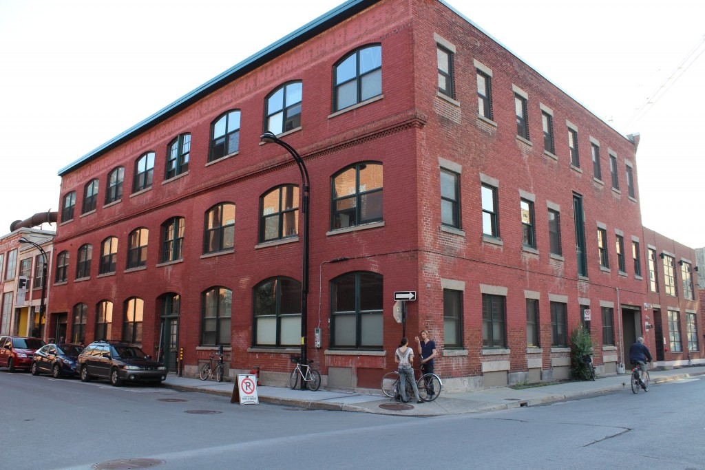 Vue du bâtiment des ateliers d'artistes à La Fonderie Darling. Montréal.