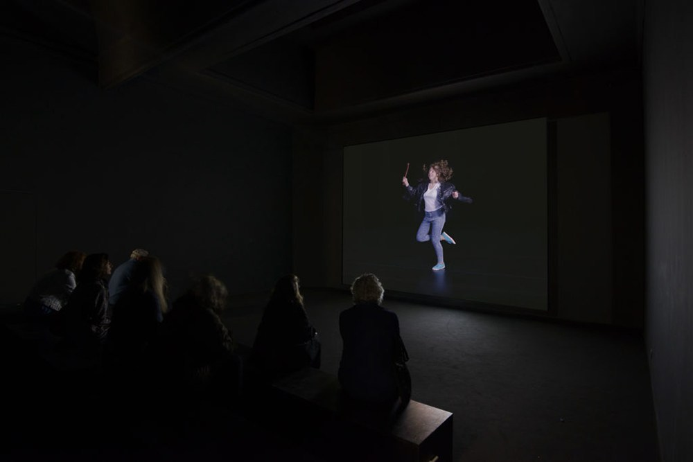 "Sharon Lockhart, Mały Przegląd/Little Review, 2017. Video installation, HD video, loop (color and sound), 27'17""."