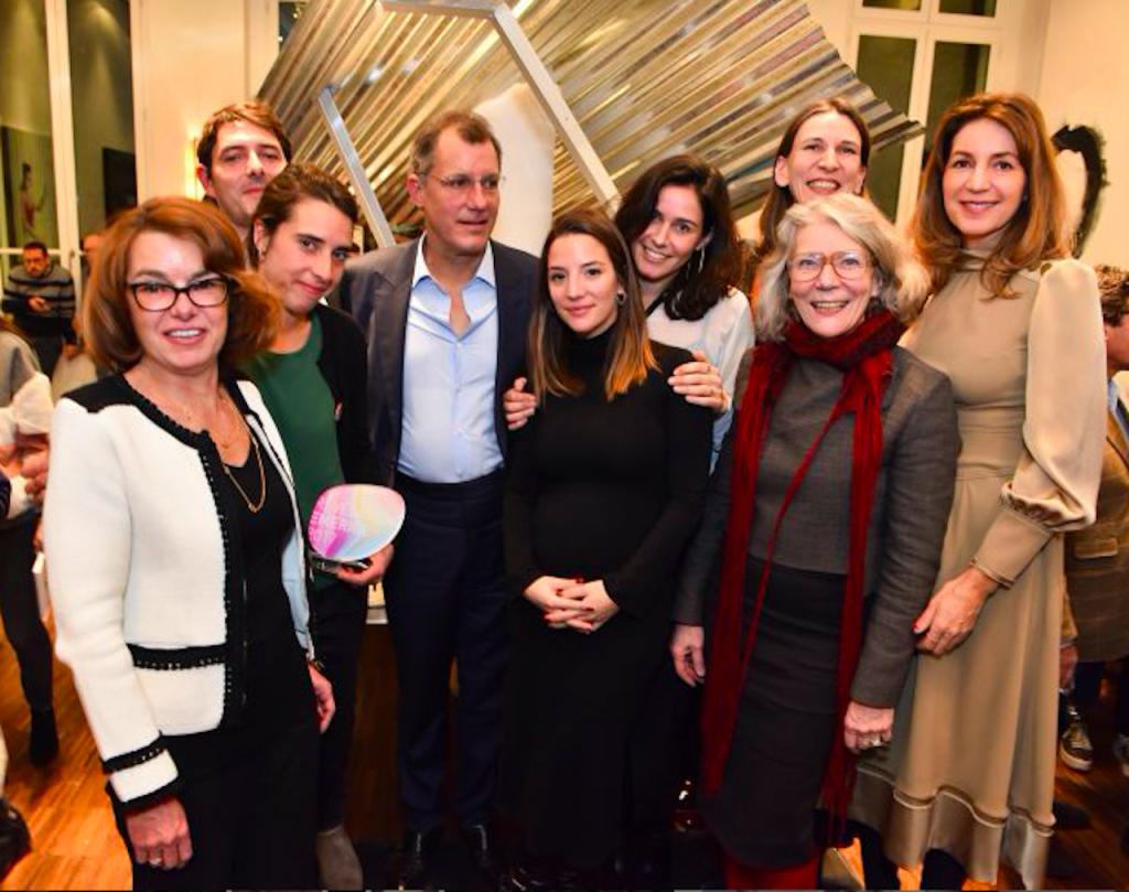 La lauréate de la 4ème Bourse Révélations Emerige, Linda Sanchez entourée de Laurent Dumas et Claudine Papillon.