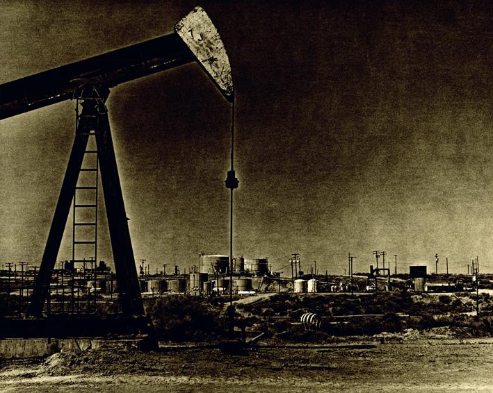"""""""Oil County"""" Bakersfield 2008 Situe a 2 heures au nord de Los Angeles, entre desert de Mojave et Sequoia Park. Bakersfield, champion de l'agriculture mais surtout de ses champs de petrole. Guillaume Zuili / VU """"Oil County""""  Bakerxfield 2008 Located two hours north of Los Angeles, between Mojave desert and Sequoia Park. Bakersfield, agricultural champion, is mostly famous for his oil fields. Guillaume Zuili ? VU"""