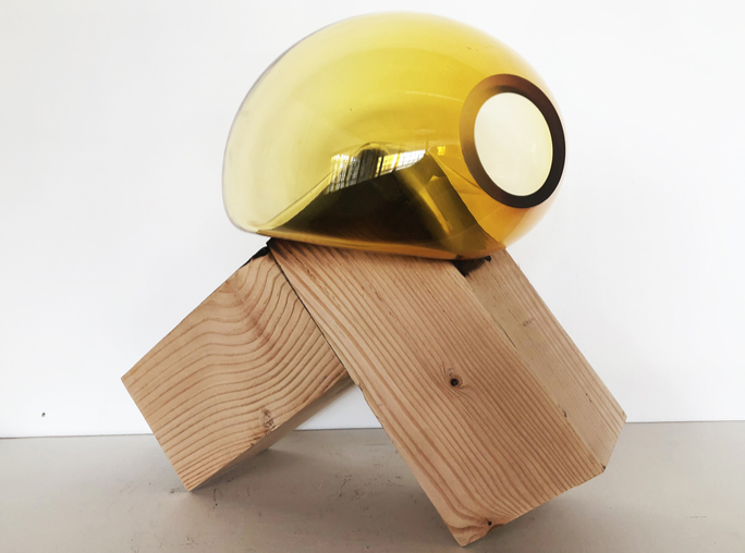 Morgane Tschiember, Honey-Honey. #6, 2018 Glass-wood Variable dimension pièce unique. courtesy de l'artiste.